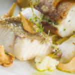 Запеченная рыба с брюссельской капустой и грибами