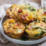 Закусочные маффины с сыром и колбасой