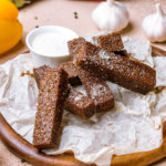 Аппетитные кето гренки с чесноком и пармезаном