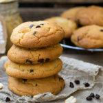 Кето печенье с арахисовым маслом и шоколадной крошкой